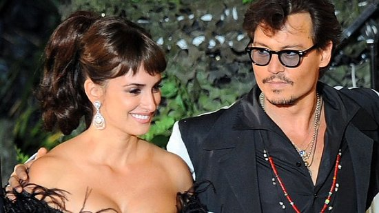 Video: Johnny Depp and Penelope Cruz Cause Fan Frenzy at Pirates World Premiere!