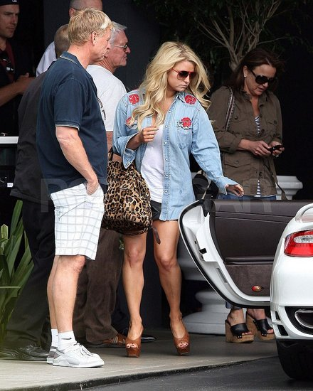 Jessica Simpson Keeps the Short Shorts Coming on Mother's Day With Tina and Joe