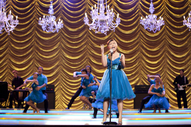 Sunshine (Charice) belts it out for Vocal Adrenaline. She looks all grown-up in that blue dress, doesn't she?