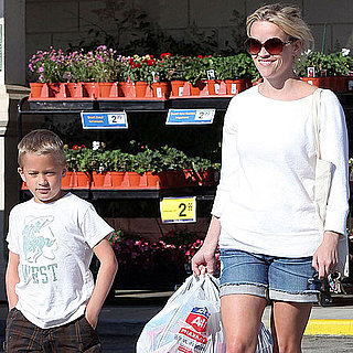 Reese Witherspoon Pictures Shopping With Deacon Phillippe Over Memorial Day