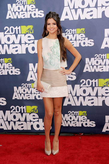 Selena Gomez Hits the MTV Movie Awards Red Carpet Without Her Man Justin