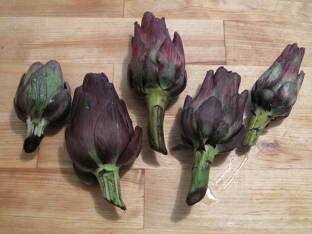 Clean the artichokes.