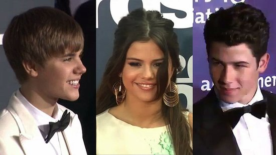 Video: Selena Gomez Sings About Nick Jonas and Justin Bieber!