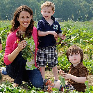 Jennifer Garner Gardening With Kids Pictures