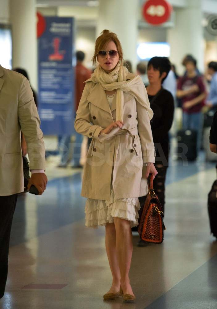 Nicole Kidman Keeps Things Neutral For a Late Night Flight