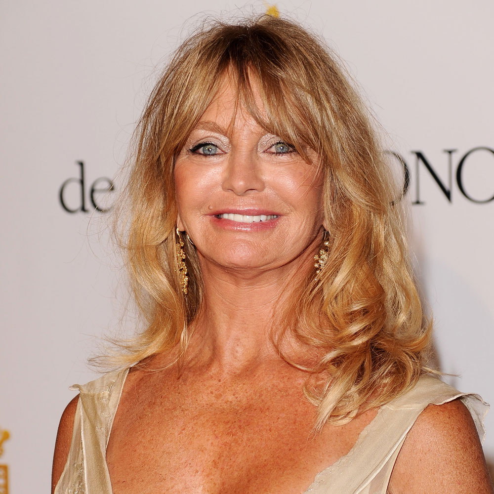 The 72-year old daughter of father (?) and mother(?), 168 cm tall Goldie Hawn in 2018 photo