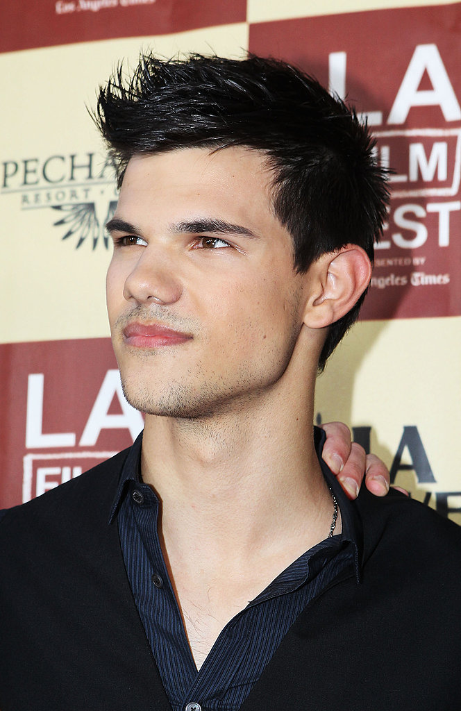 Taylor Lautner posed for cameras.