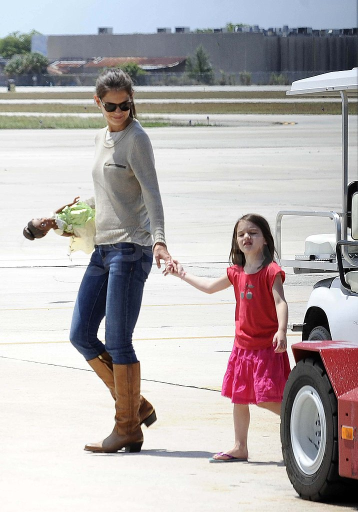 Katie Holmes and Suri boarded a private plane in Miami.