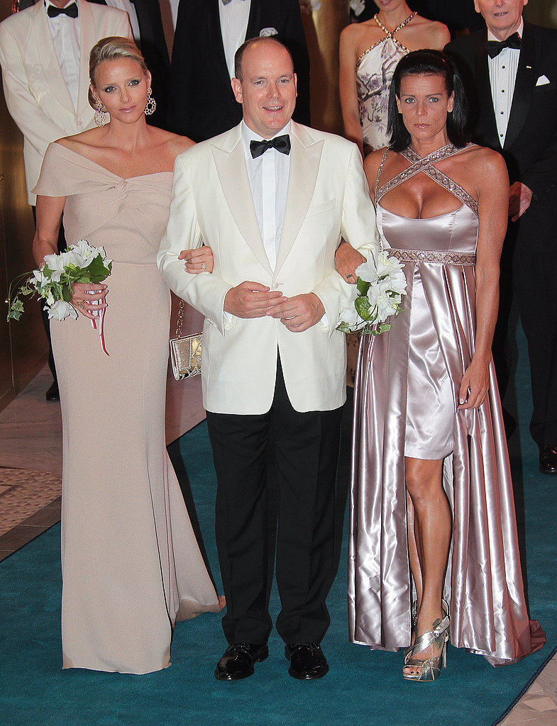 Prince Albert arrives at the 2010 Red Cross gala with his fiancée and Princess Stephanie of Monaco on his arms.