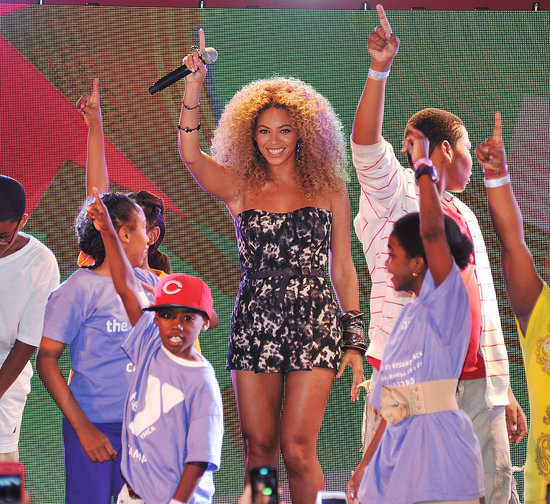 Beyoncé Knowles surprised fans with a performance at the East Harlem Target.