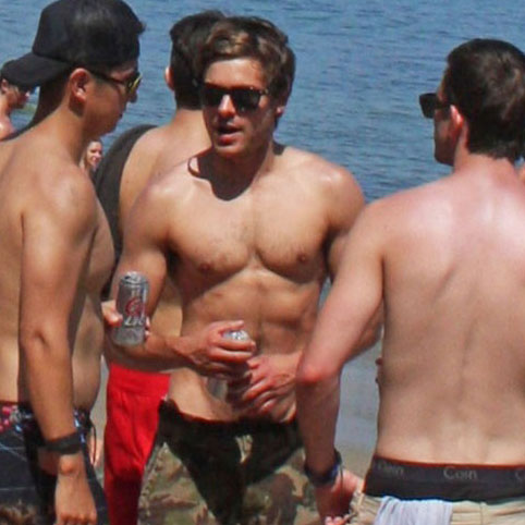 Zac Efron Shirtless Pictures on Fourth of July