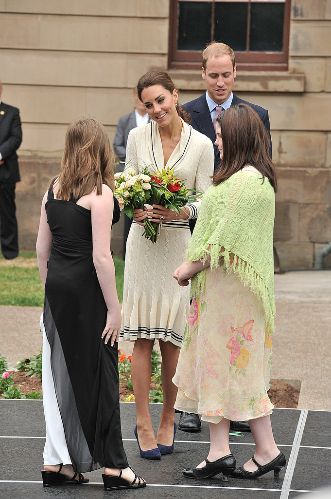 Kate Middleton held a bouquet as she and Prince William met Canadians.
