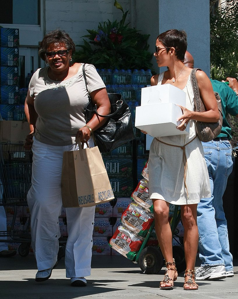 Halle Berry chatted up parents and teachers at Nahla Aubry's shool.
