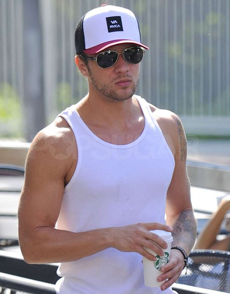 Ryan Phillippe made a coffee stop days after his ex Alexis Knapp gave birth.