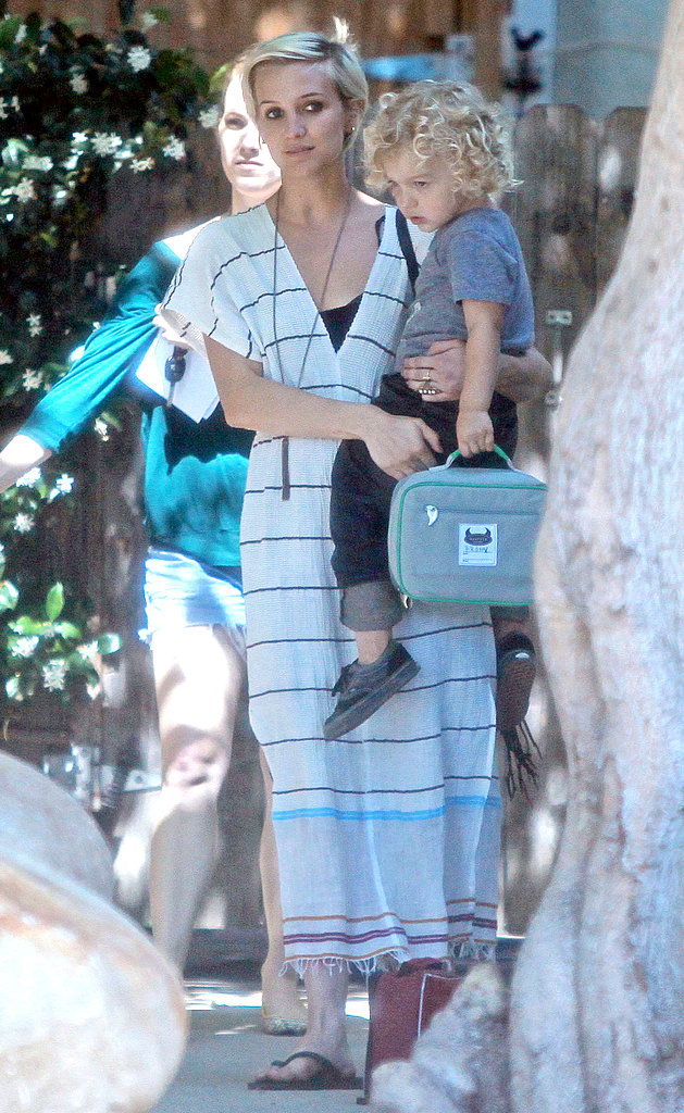 Ashlee Simpson taking Bronx home from school.