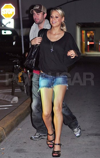Anna Kournikova and Enrique Iglesias on a date in Miami.