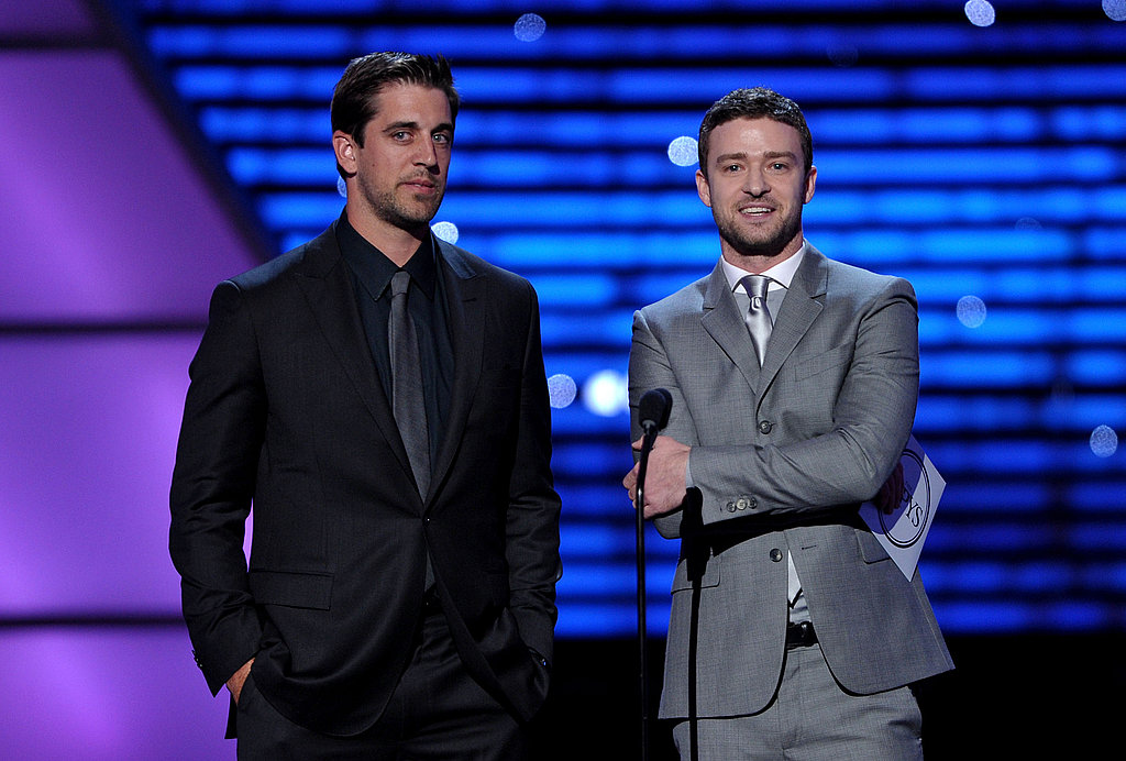 Aaron Rodgers and Justin Timberlake joked around before announcing a winner.