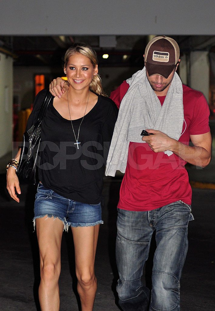 Anna Kournikova and Enrique Iglesias hugging in Miami.