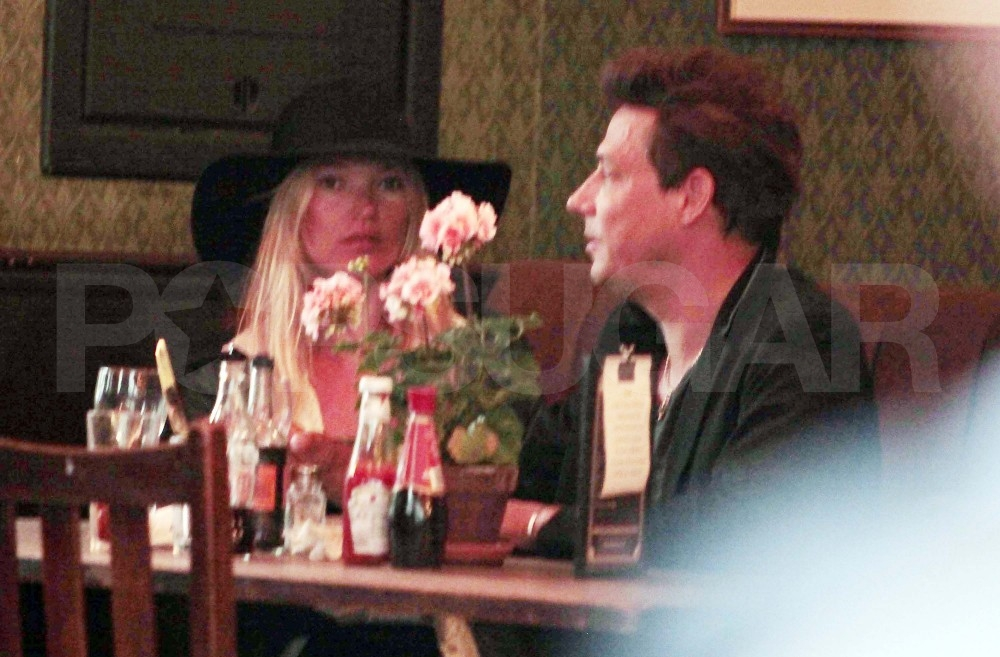 Kate Moss and Jamie Hince have a pub lunch.