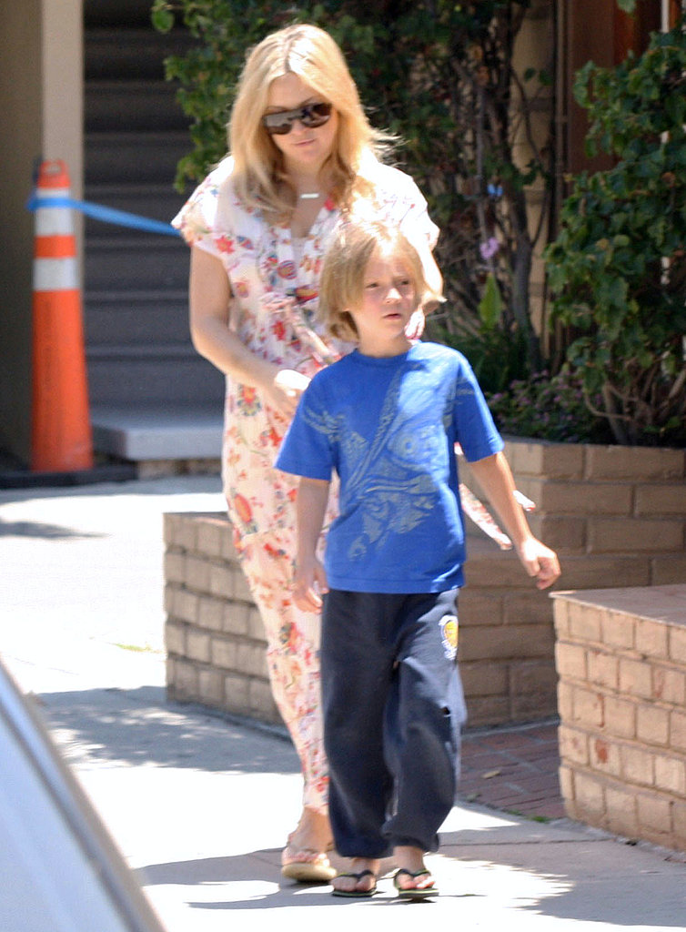 Kate Hudson out with Ryder after giving birth.
