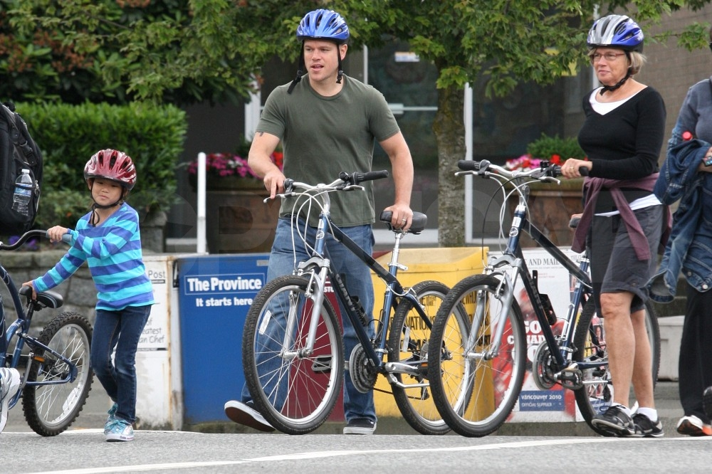 The Damon family rode bikes around Vancouver.