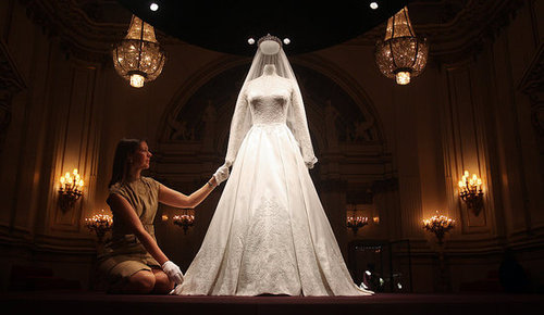 Kate Middleton Buckingham Palace Wedding Dress Display [Pictures]