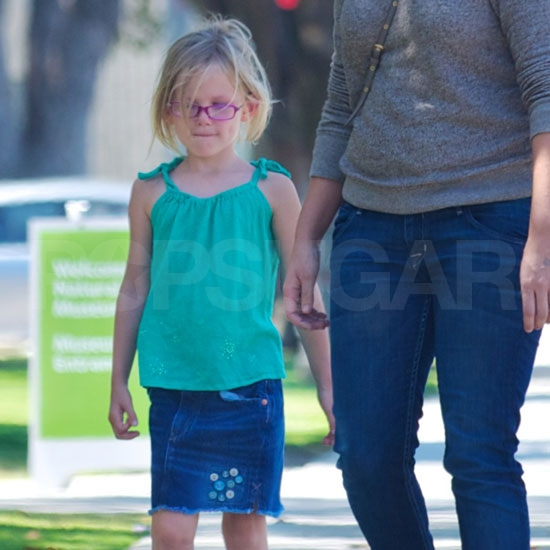 Violet Affleck hangs out with mom.