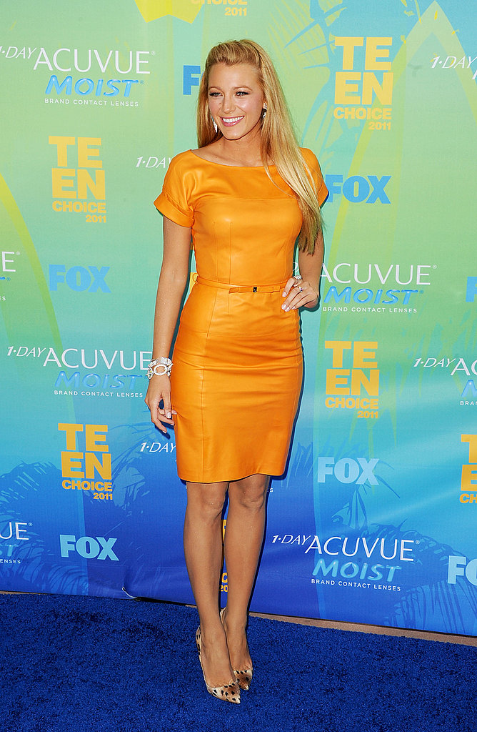 Hello Yellow — Blake Lively Steps Out Wearing Bold and Beautiful Gucci For the Teen Choice Awards!