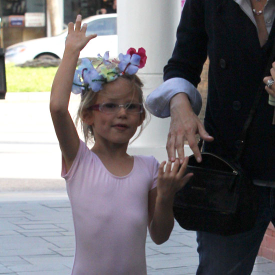 Violet Affleck goes to ballet.