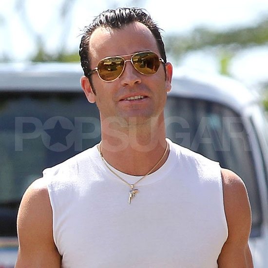 Justin Theroux smiles.