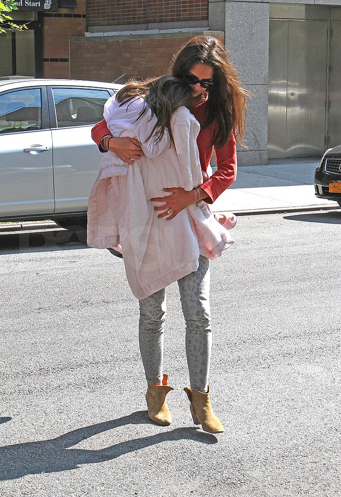 Katie Holmes carries Suri Cruise.