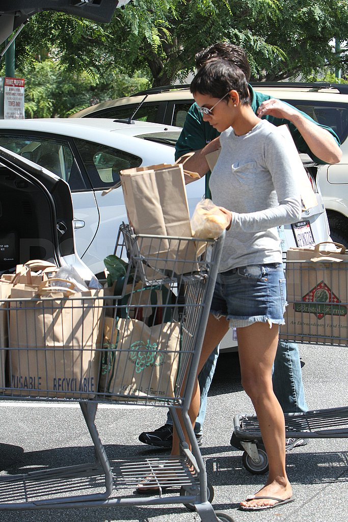 Halle Berry puts groceries in her car.