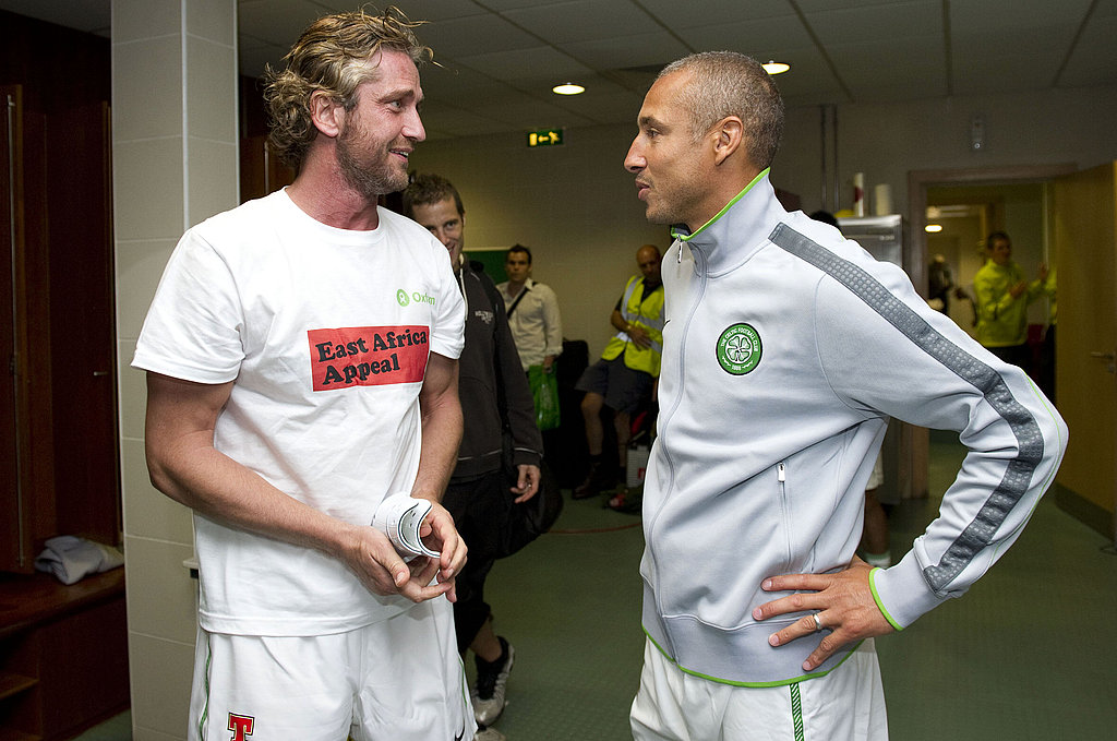 Gerard Butler chatted with team members before the match.