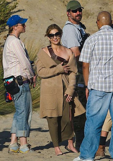 Sarah Michelle Gellar chatted with the crew in between takes.