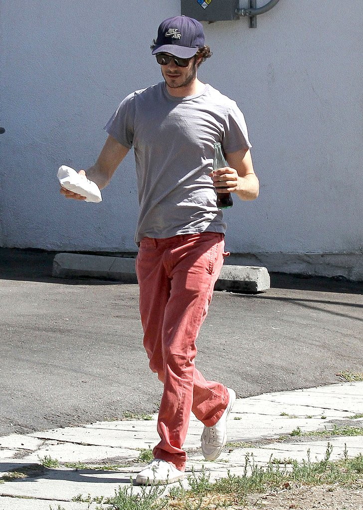 Adam Brody grabbed a Coke and a hot dog from Pink's in West Hollywood.