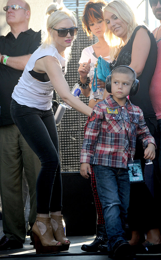 Gwen Stefani and Kingston Rossdale watched Gavin's set together.