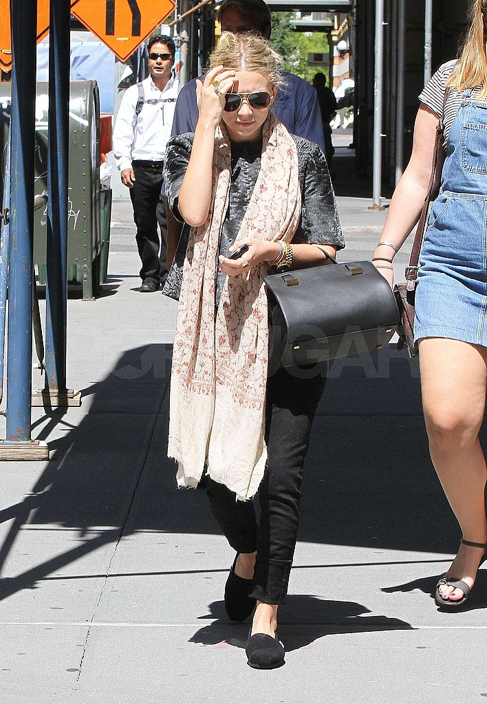 Ashley Olsen carried a handbag.