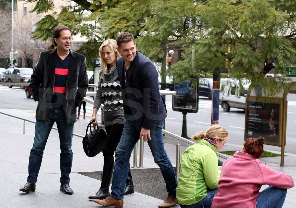 Michael Bublé and Luisana Lopilato going to eat in Buenos Aires.