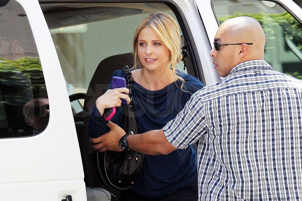 Sarah Michelle Gellar hopped out of a van.