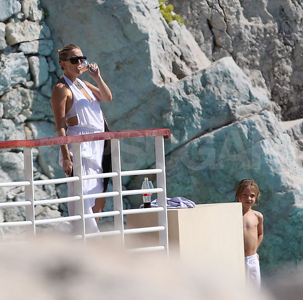 Kate Hudson hangs out on vacation.