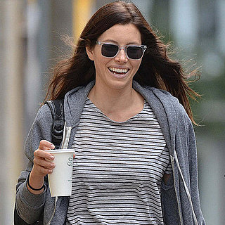 Jessica Biel Having Coffee in Toronto Pictures