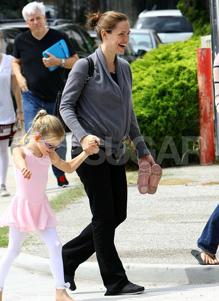 Violet Affleck and Jennifer Garner were hand in hand.
