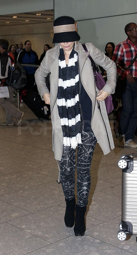 Rachel McAdams wore printed leggings for her travels.
