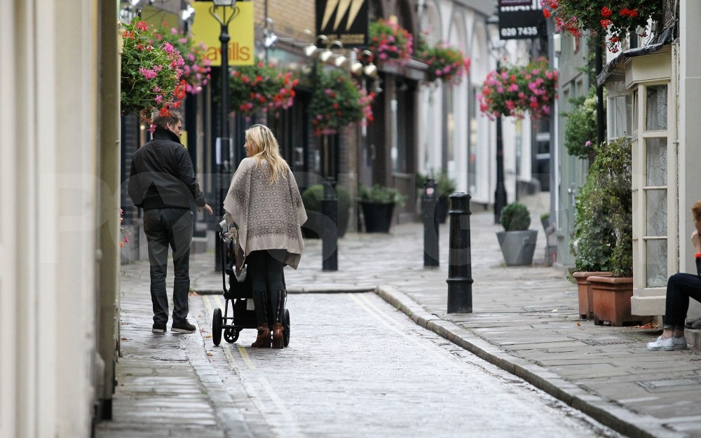 Kate Hudson and Matt Bellamy on a cute English street.
