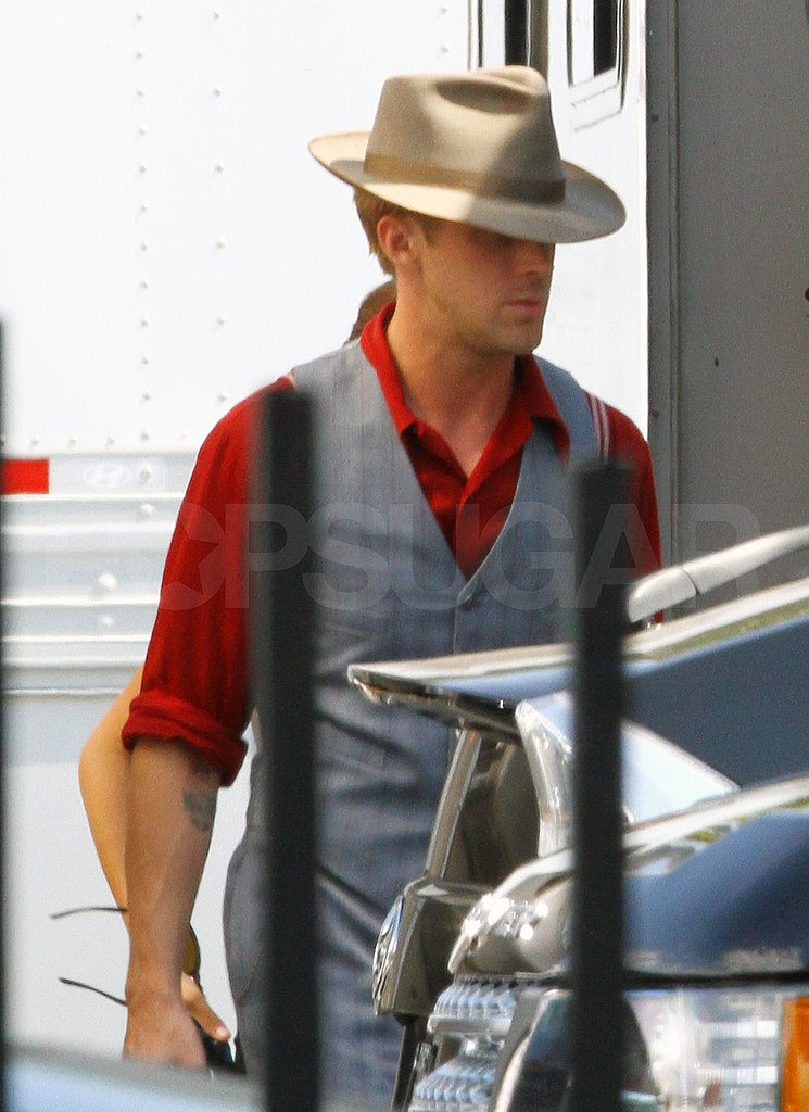 Ryan Gosling back on a movie set.