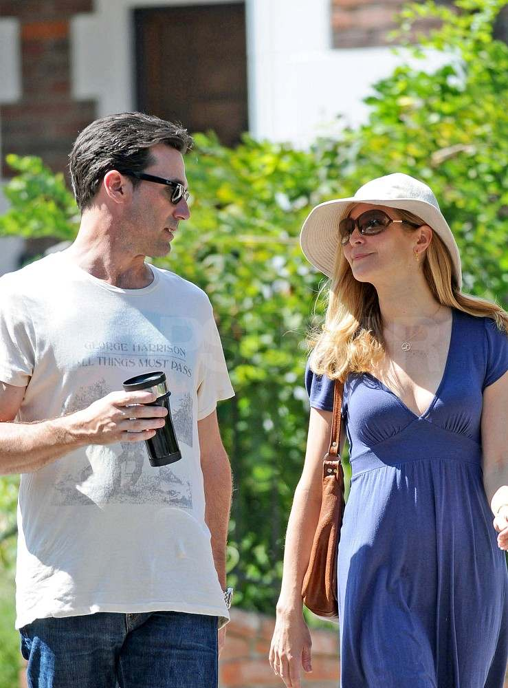 Jon Hamm and Jennifer Westfeldt house hunting in LA.