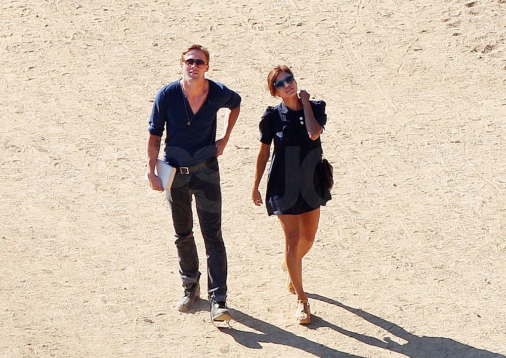 Ryan Gosling hangs out with Eva Mendes.