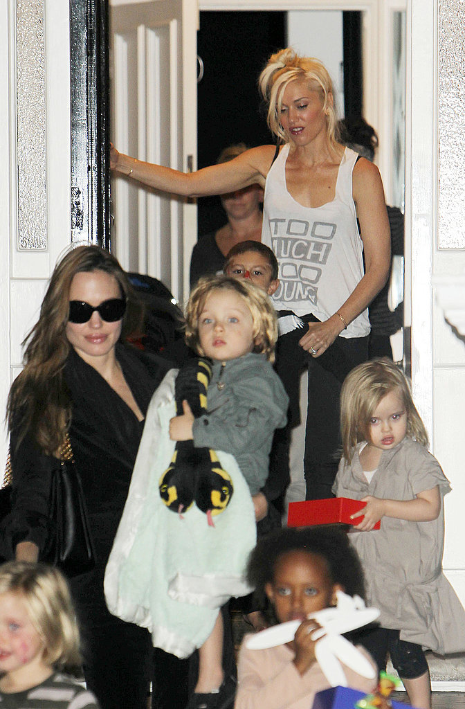 Gwen and Kingston said goodbye to their friends.