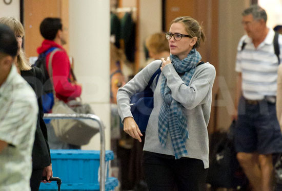Jennifer Garner caught a flight out of LAX.