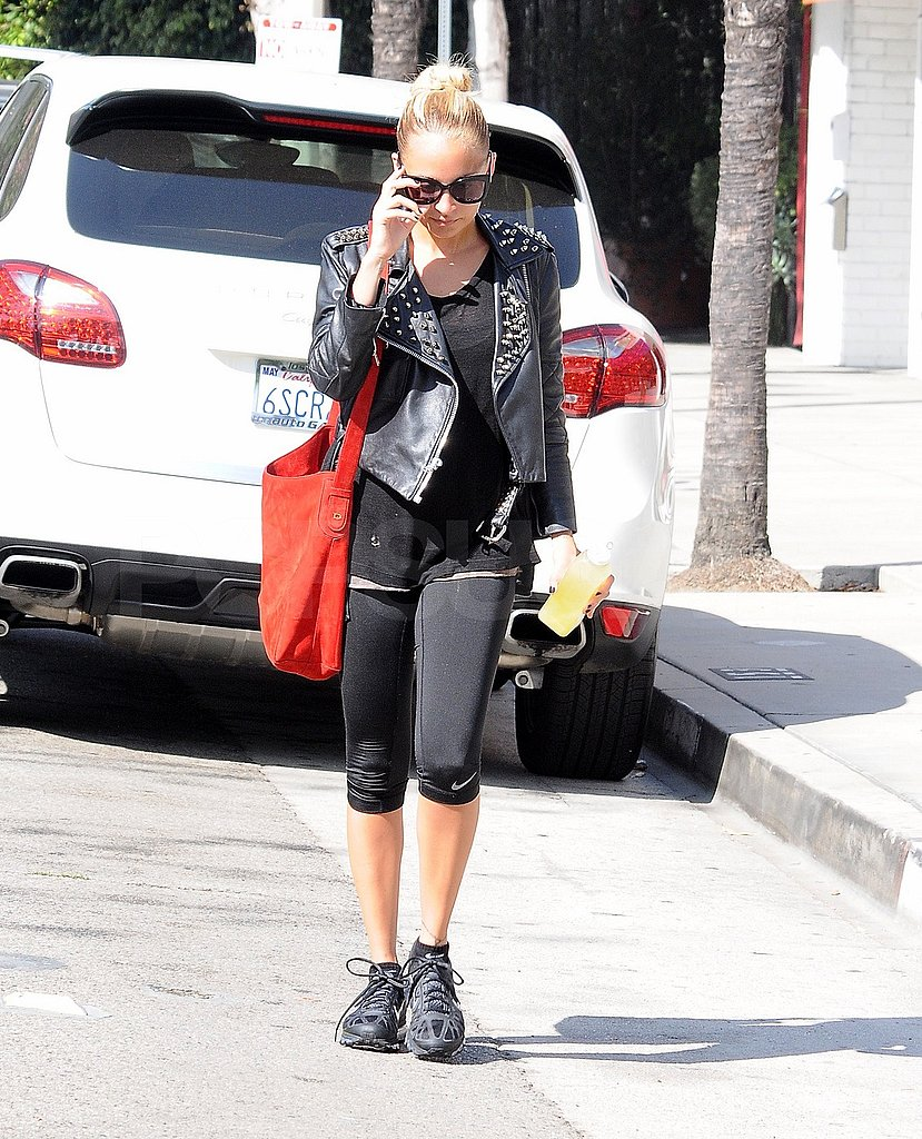 Nicole Richie wore a red bag to the gym.
